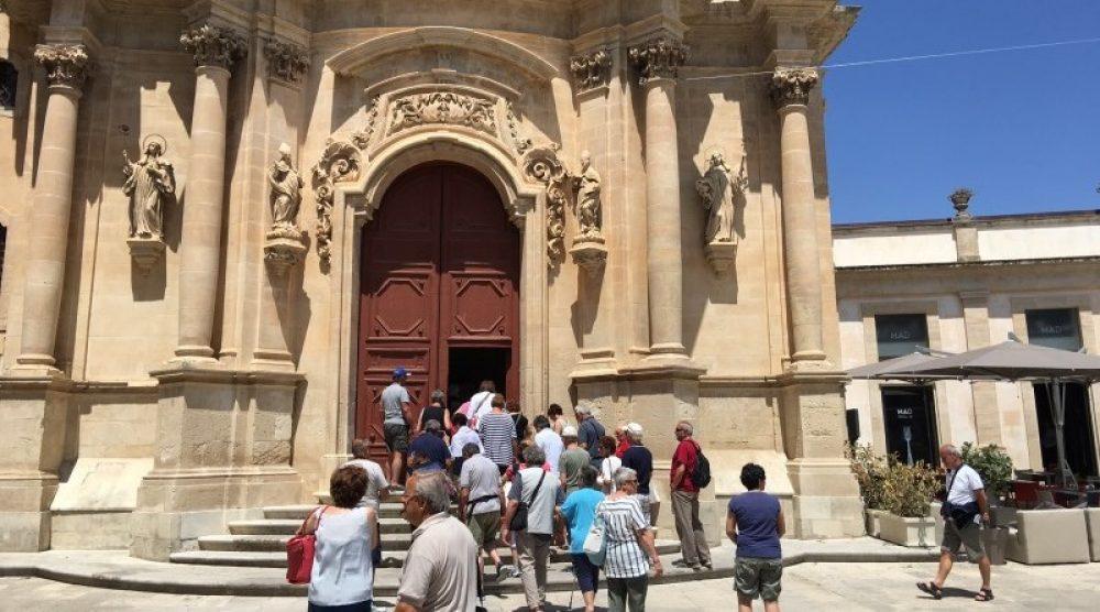 turisti a ragusa ibla
